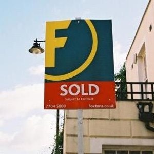 House prices continued to fall in the fourth quarter of 2011.