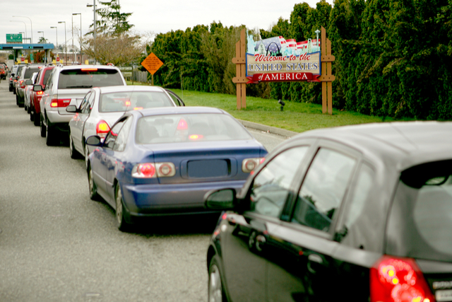 cars-crossing-border-from-canada.jpg