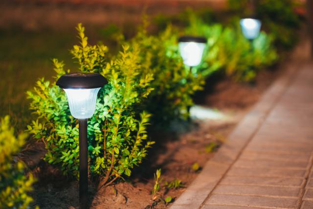 curb-appeal-home-lights_0.jpg